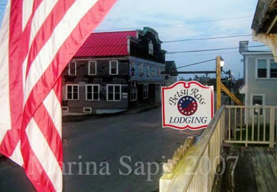 Betsy Ross Lodging: Historic Downtown Water Street, Lubec