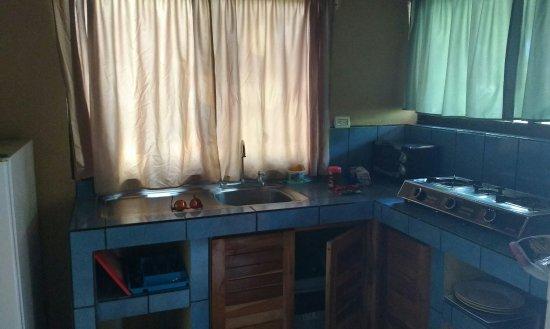 Zula Inn Aparthotel: Cocina con Anafe