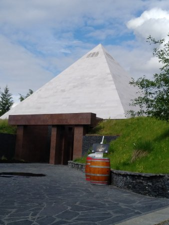 Summerhill Pyramid Winery: The pyramid