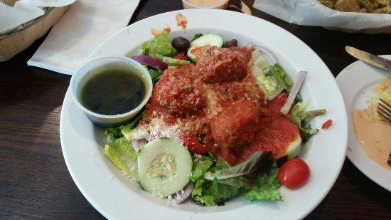 Canton, Κονέκτικατ: Meatball Salad