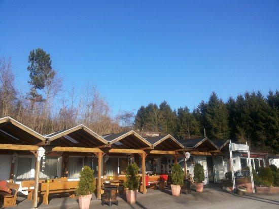 Lichtenau, Deutschland: in het voorjaar kan je hier al snel zitten omdat het terras op het zuiden is.
