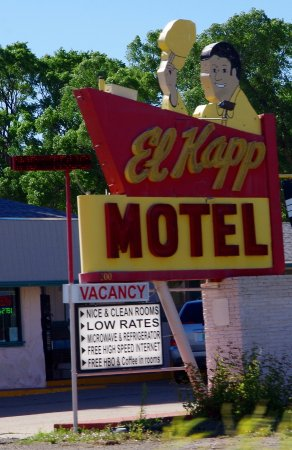 El Kapp Motel: Cool Sign, terrible place to stay.