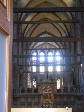 Santa Maria Gloriosa dei Frari: Vista interna