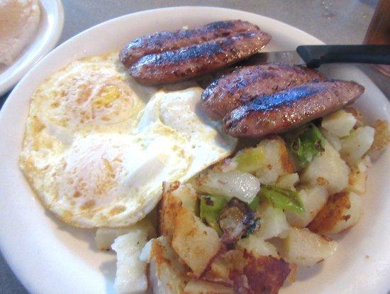 Milpitas, كاليفورنيا: Hashed Browns, Eggs, Apple Sausage, Omega Coffee Shop, Milpitas, CA
