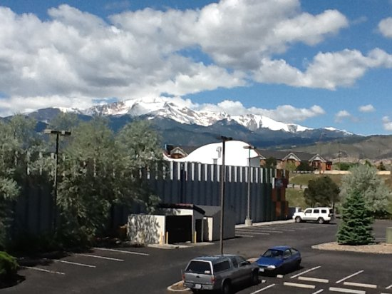Pikes Peak Parking >> View Of Pikes Peak From 3rd Floor Note Hotel Parking Lot And