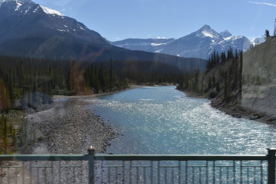 Athabasca, Kanada: View of glacier from Inn