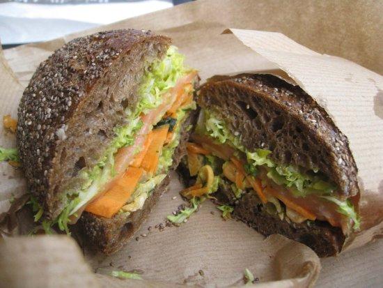 Smag: Delicious! Dannish version of smoked salmon sandwich.