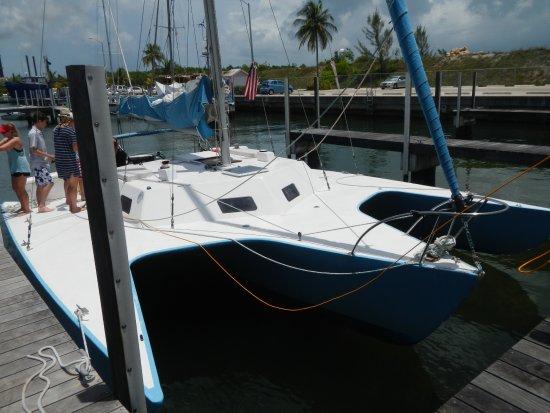 George Town, Grand Cayman : The catamaran: spacious, clean, and beyond fun!