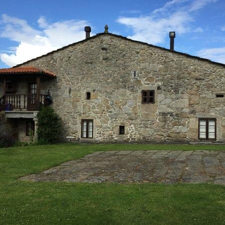 Casa do Romualdo: Vista desde campo de arboles frutales