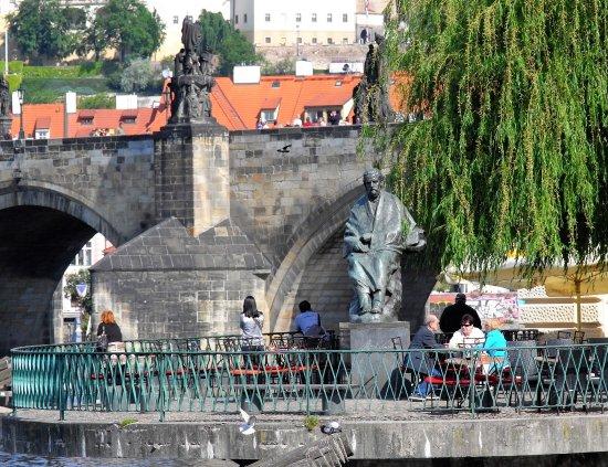 Bedrich Smetana Museum : statue de smetana