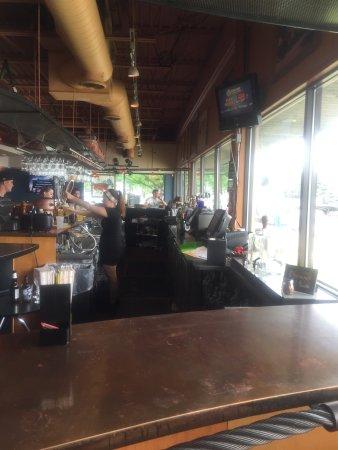 Wyandotte, ميتشجان: Great open bar area