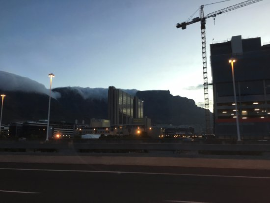 Colosseum Luxury Hotel: Table Mountain with a little tablecloth