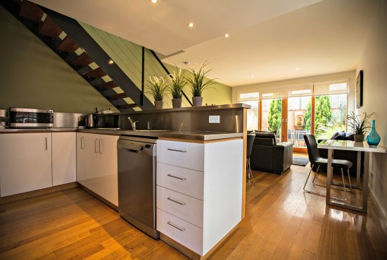 Adelaide DressCircle Apartments - Bower Street: Townhouse