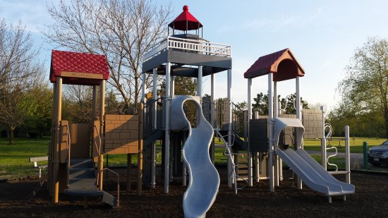 Barker, نيويورك: Lighthouse Playground where you can ring the bells, really!