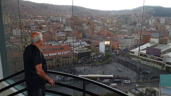 Presidente Hotel: La ciudad de La Paz,vista del piso 16, del hotel Presidente.-