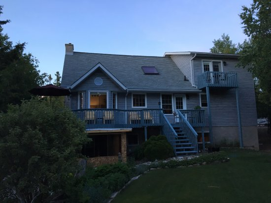 Bear Cove Bed and Breakfast: View of the property