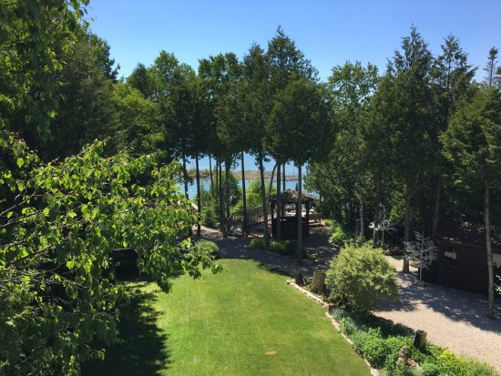 Bear Cove Bed and Breakfast: View from the 2nd floor balcony