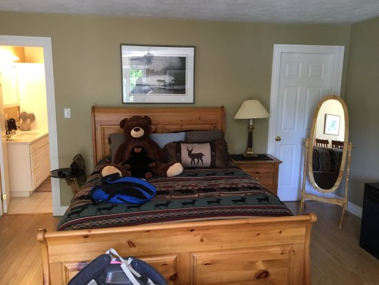 Bear Cove Bed and Breakfast: View of our 2nd floor room with 2 queen beds