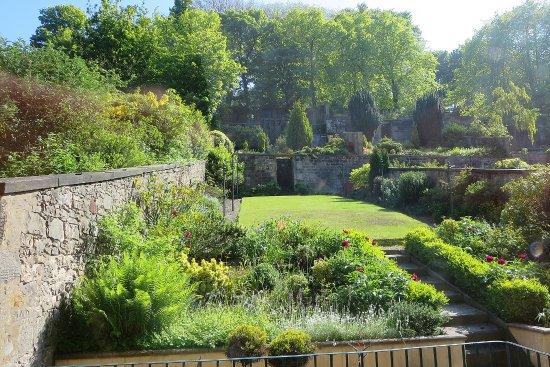 Adria House: Lovely back garden