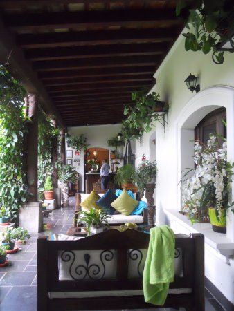 Hotel la Catedral: Hotel around the garden, cozy place to spend the evening