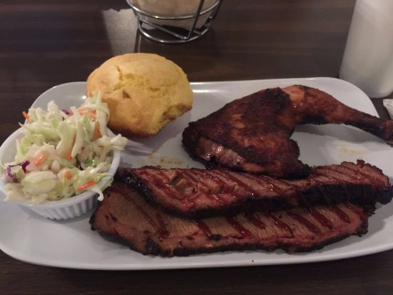 Chicago Bob's BBQ: 2 meat plate with chicken and brisket