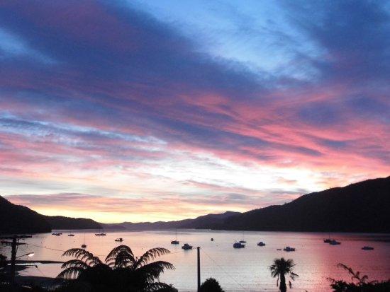 Anakiwa, Nueva Zelanda: Sunset view from House