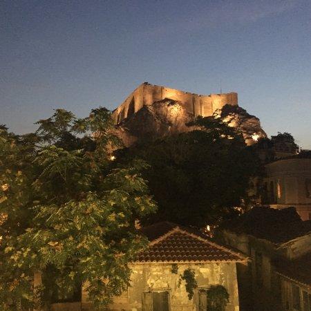 Hotel Phaedra : Вид на Акрополь с балкона :)