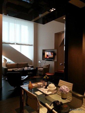 Park Hyatt Shanghai: Diplomat Suite living room