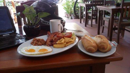 Angkor Voyage Villa: A full English breakfast