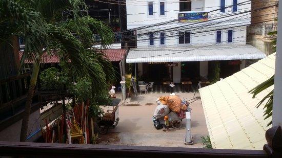 Angkor Voyage Villa: Room view towards street