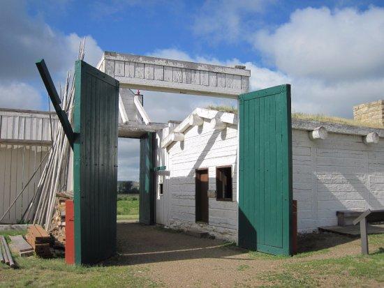 Williston, Dakota Północna: gates at front