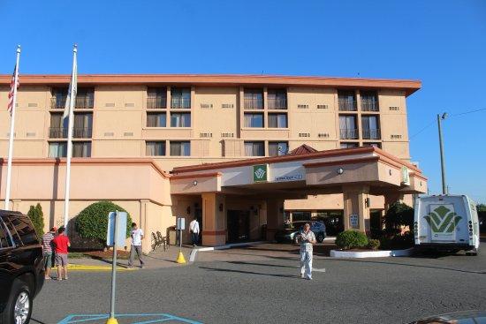 Wyndham Garden Hotel Newark Airport: Entrance