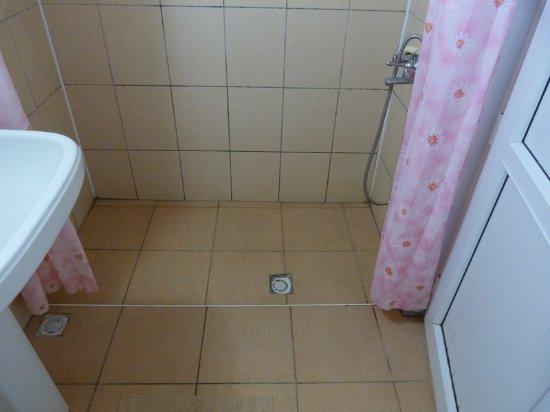 Bariscan Hotel Alanya : Зайти в санузел после принятия душа неприятно. Весь пол мокрый.