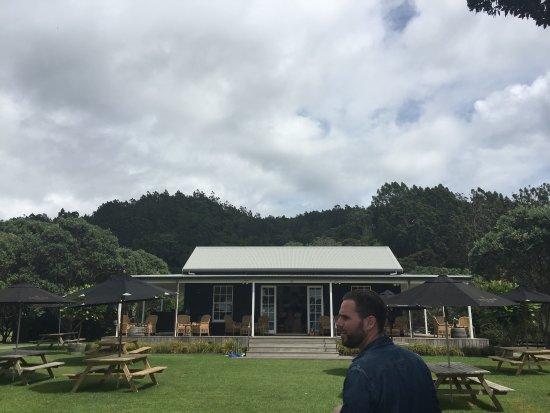 Isla Waiheke, Nueva Zelanda: Porch of the winery
