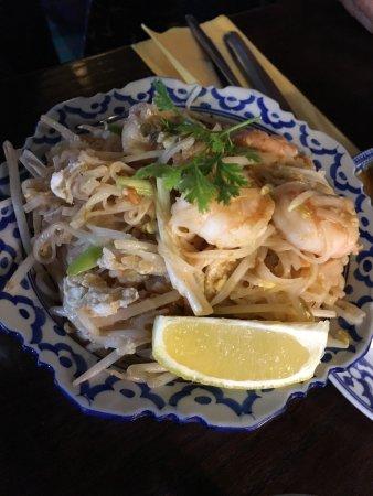 Nuntana Thai at The Royal George: pad thai
