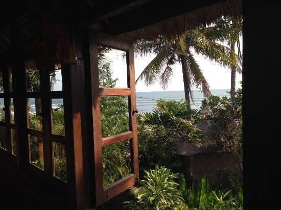 Hotel Tugu Bali: Shutters open at 204 soaking up the sounds and smells