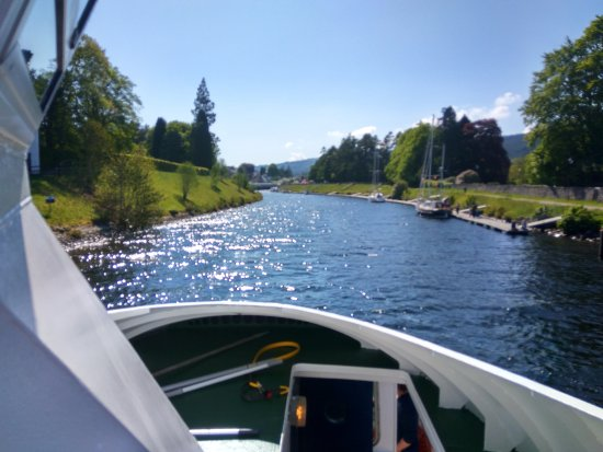 The Hairy Coo - Free Scottish Highlands Tour : Boat cruise on Loch Ness