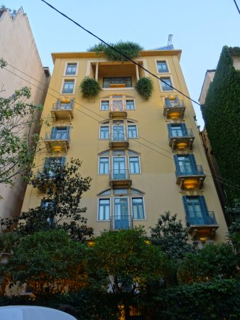 Hotel Albergo: View from the street