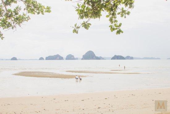 The Tubkaak Krabi Boutique Resort: Low tide but still beautiful!