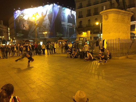 Dance at puerto del sol picture of puerta del sol for Puerta 44 bernabeu