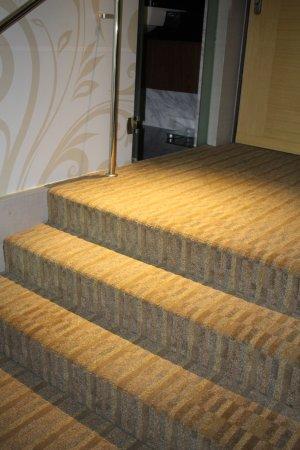 ذا ريزيدانس آت سنغافورة ريكرياشن كلوب: Watch out for those steps between the bed and bathroom