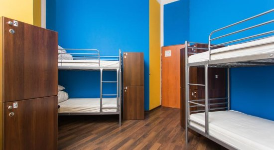 One World Hostel: 6 Bed Dormitory Room