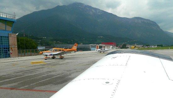Aeroporto Trento : Arrivo aeroporto trento con monomotore ac palli picture
