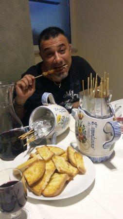 L' Arrosticino  da Fiorella: gustosi arrosticini e crostini con olio piccante
