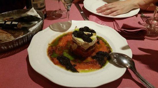 La Castela: Layered tuna to red pepper salad