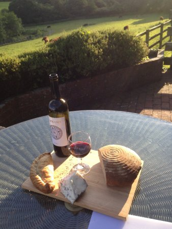 Poltarrow Farm: Perfect for and evening meal and drink ;-)