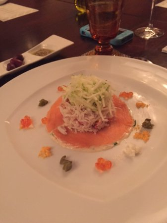 Ruwais, Emiratos Árabes Unidos: Thai inspired Crab and Salmon salad. Delicious!