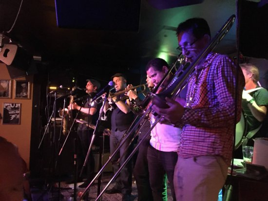 Mojo Blues Bar : Tuesday night brass band