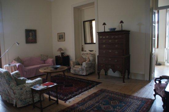 Parada de Gonta, Portugal: Sitting room next to bedroom.