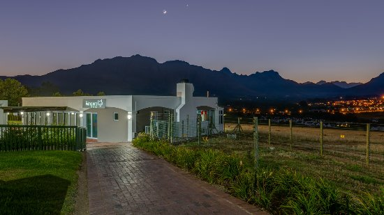 Protea Hotel by Marriott Stellenbosch : Die Wingerd - Evening